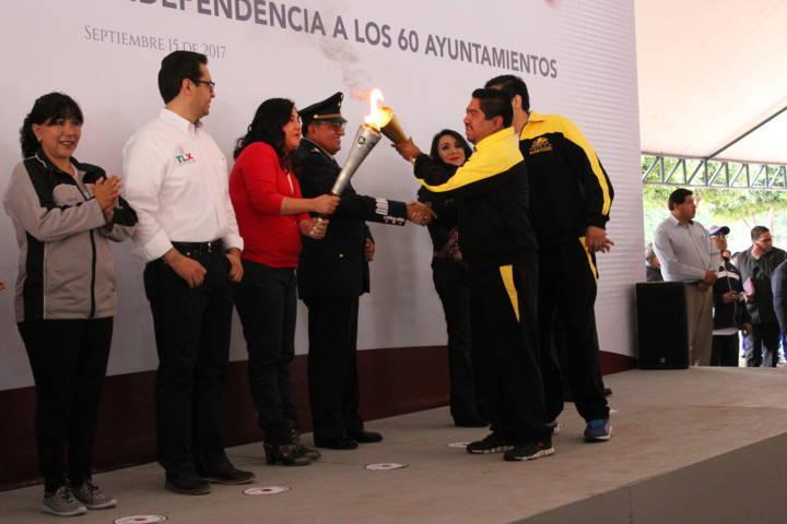 Ayuntamientos tlaxcaltecas reciben el fuego simbólico