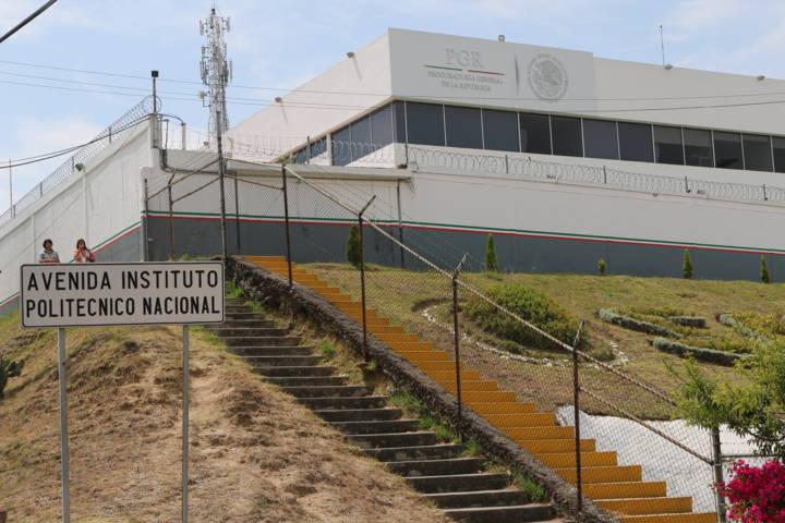 Sentencia condenatoria contra dos personas por portación de arma de fuego calibre .45