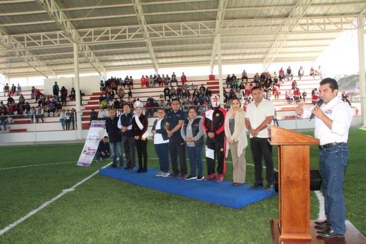 Alcalde impulsa el deporte en la Cañada con una cancha de fut 7 con gradas