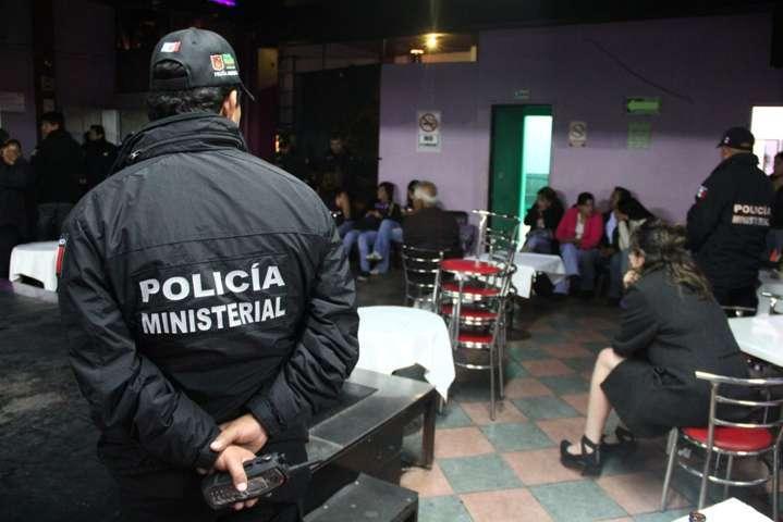 Padrote golpea a una mujer en plena calle de Tenancingo