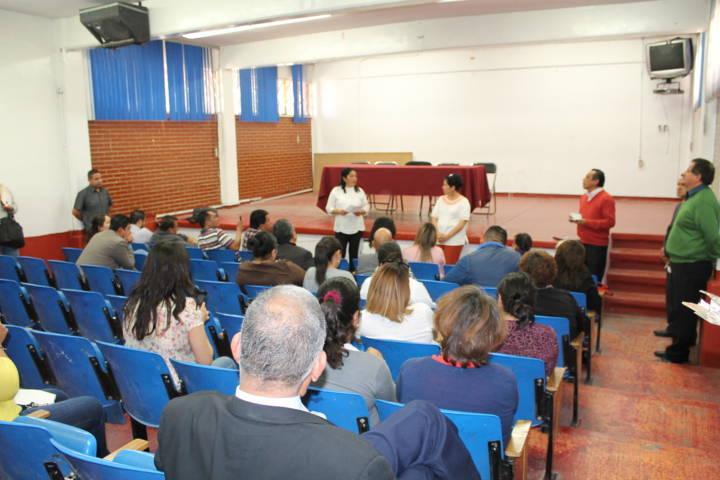 Inician mesa de trabajo autoridades educativas y docentes del Cobat