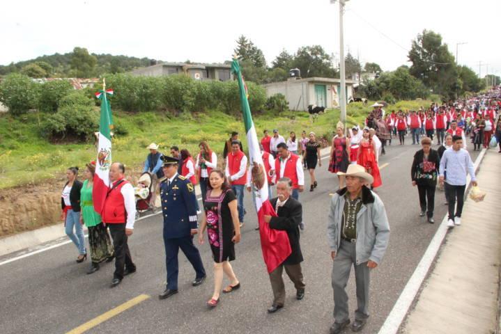 Macías González fomenta los valores cívicos en este mes patrio