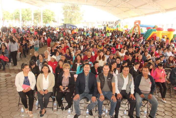 Ayuntamiento y SMDIF festejan en grande a las Mamas y a los Niños