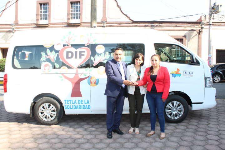 Recibe DIF de Tetla vehículo para brindar servicios a la población