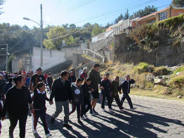 Efectúan comuna de Tlaxcala la Caminata por tu salud y zumba en tu comunidad en Atempan