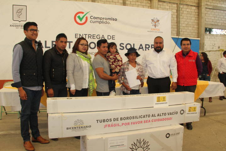 Badillo Jaramillo mejora la economía familiar entregando calentadores solares