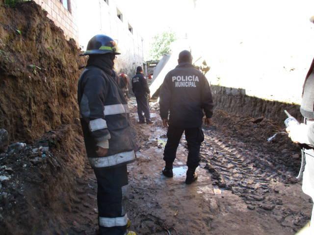 Gobierno de Texoloc brinda total apoyo a afectados por derrumbe de corral por motivo de obra