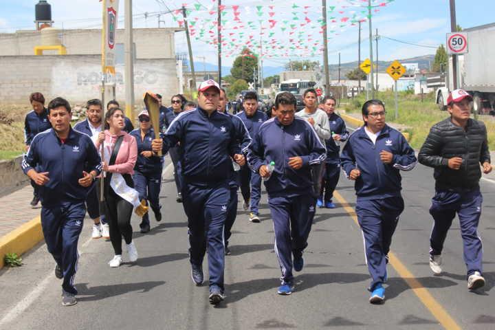 Gobernador del Estado Marco Mena entrega Fuego Simbólico a Sanabria Chávez