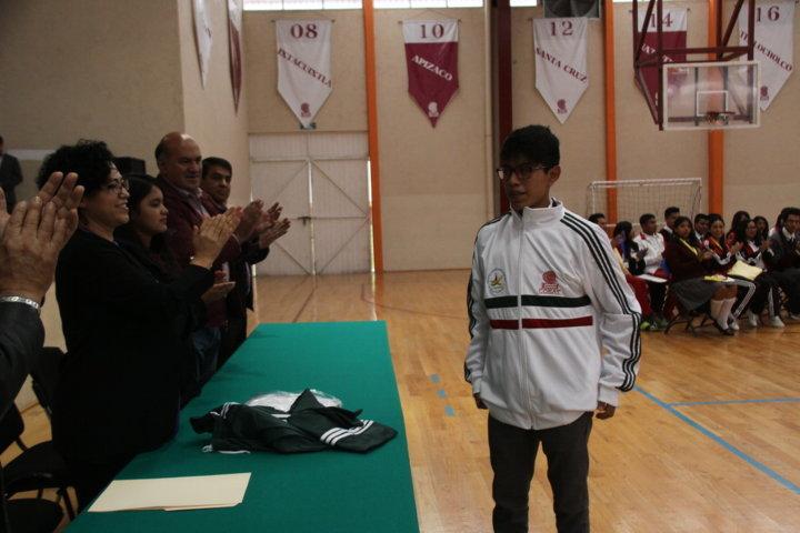 Reconocen a estudiantes con talento deportivo, artístico y cultural