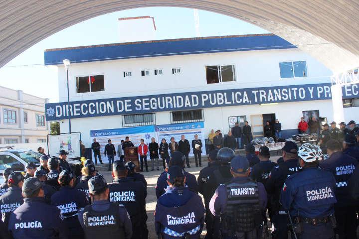 Con mejora salarial, entrega de patrullas, uniformes y más, celebran a policías de Huamantla