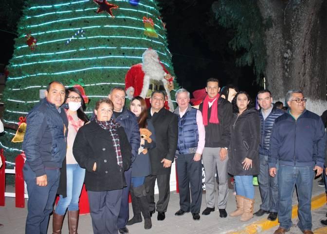Reúne Apetatitlán más de 3 mil personas en espectáculo navideño