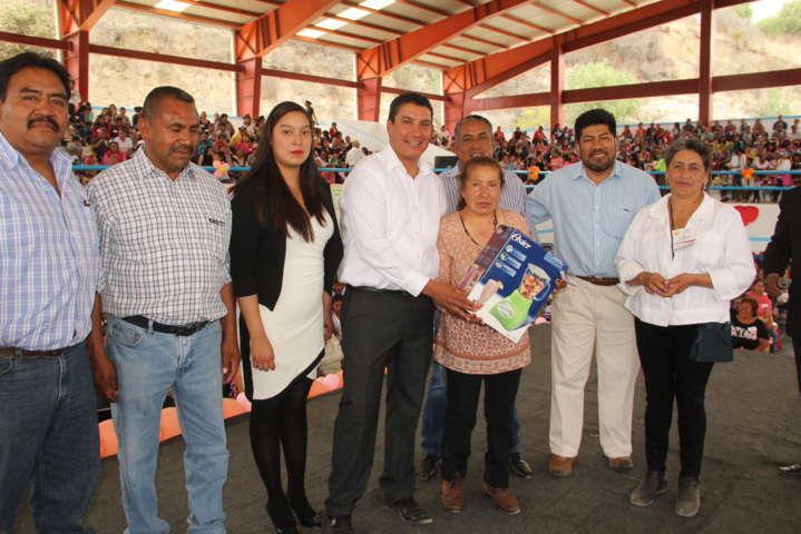 Ayuntamiento de Nativitas festeja a las Madres en su día