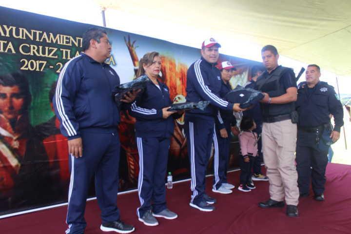 Alcalde mejora la imagen de 41 policías municipales dotándoles de uniformes