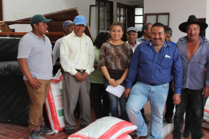 Productores agrícolas  del municipio son beneficiados con fertilizantes: alcalde