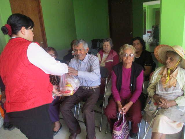 Entrega SMDIF despensas a familias calpulalpenses