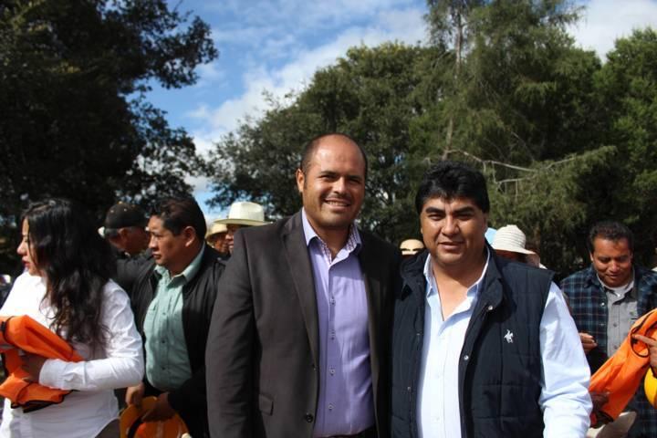Santa Cruz Tlaxcala y Cuaxomulco tiende puentes de cooperación en obra pública