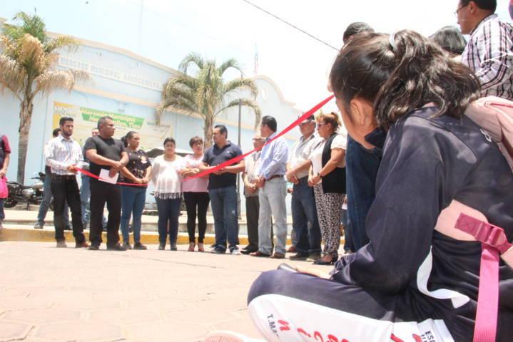 Alcalde entrega obra infraestructura educativa y de mejoramiento urbano