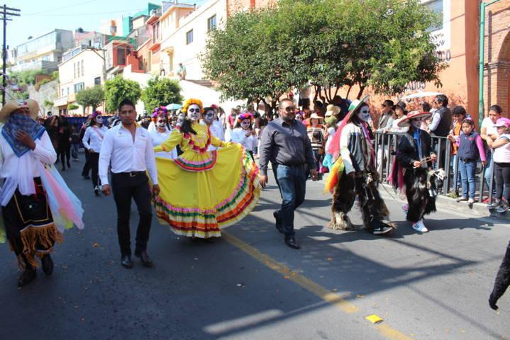 Xicohtzinco da muestra de su identidad cultural en el desfile de feria Tlaxcala 2017