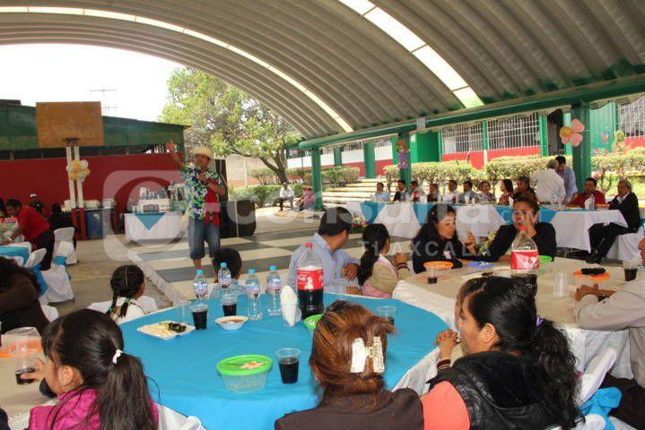 Desampedro López festejo en grande a los maestros en su día