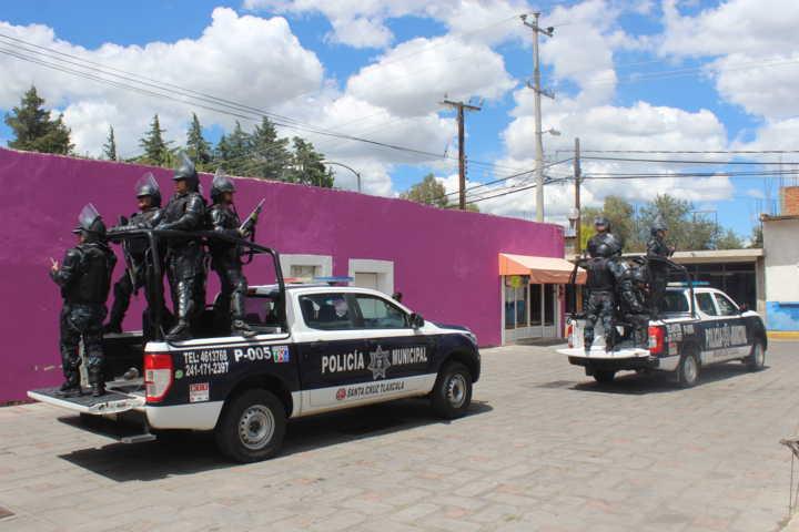 Ayuntamiento de Santa Cruz Tlaxcala entrega 41 uniformes a policías municipales