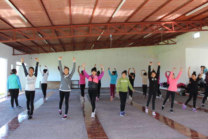 Alcalde impulsa taller de danza para jóvenes del municipio