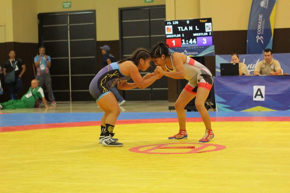 Plata para Dana Samantha en Luchas Asociadas de Olimpiada Nacional
