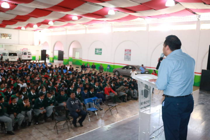 Estudiantes de Chiautempan disfrutaron la Obra de Teatro Curva Peligrosa