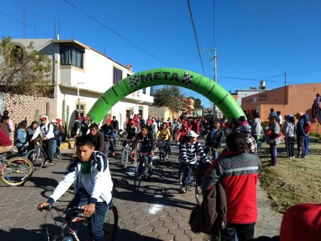 Participan más de 200 personas en Tlaxcala sobre ruedas en Teolocholco