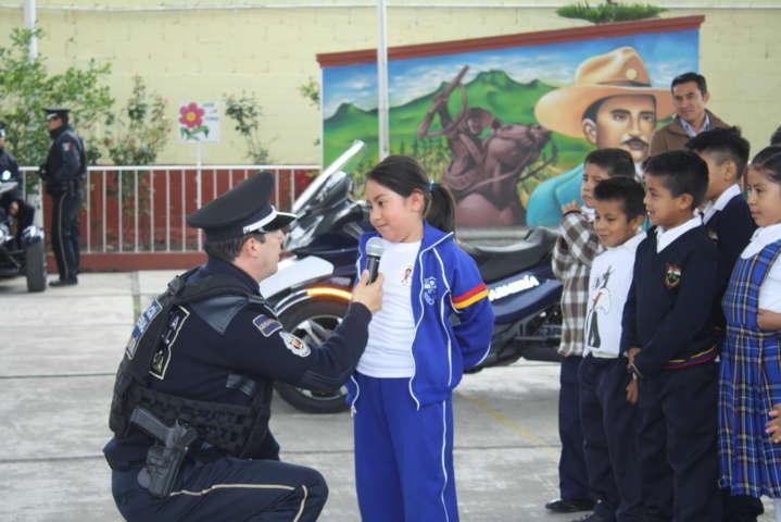 Gendarmería de la Policía Federal llega a la primaria Domingo Arenas