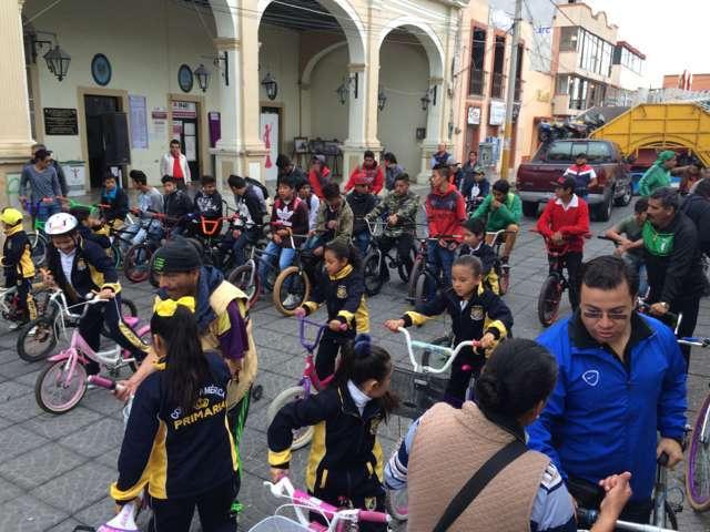 """Participan calpulalpenses en paseo ciclista """"Tlaxcala Sobre Ruedas"""""""