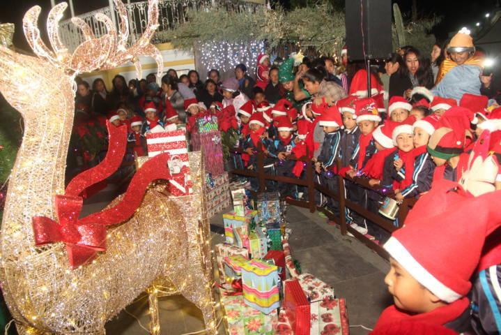 Con el encendido del Árbol de Navidad impulsamos valores hacia la familia: alcalde