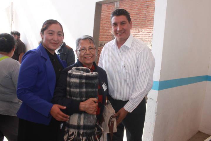 Los abuelitos todavía tienen que dar mucho por Nativitas: alcalde