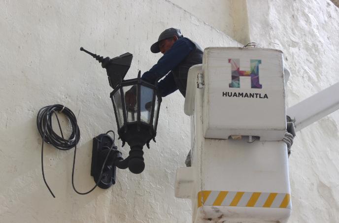 Ayto. de Huamantla hace más eficiente el servicio de alumbrado