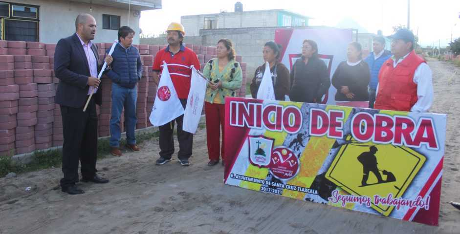 Encabeza Sanabria banderazo de inicio de obra de pavimentación en San Miguel Contla