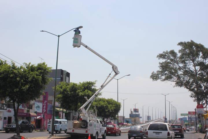 Realiza Chiautempan colocación de lamparas de alta tecnologia en el puente 2008