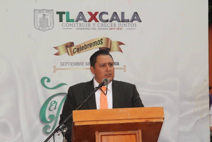 Alcalde de Tecopilco encabeza Arrio de Bandera en la capital del estado
