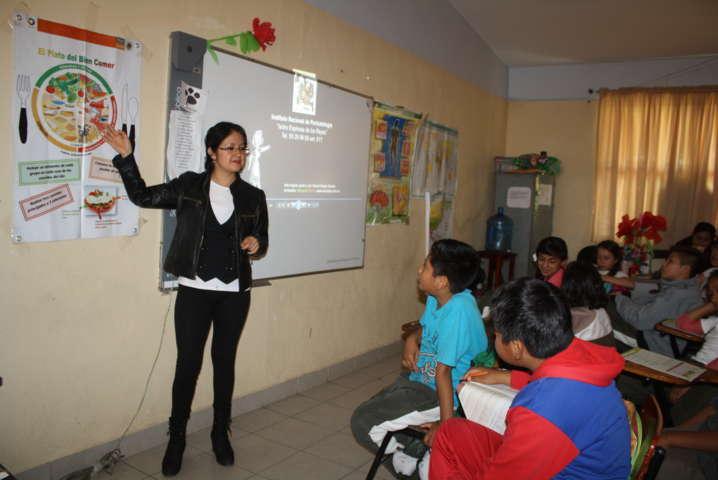 Niñas y niños de Zacatelco reciben pláticas de orientación alimentaria