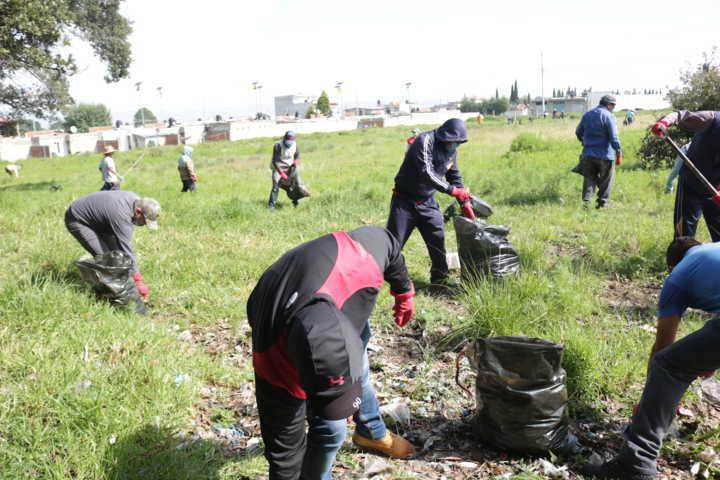 Ayuntamiento y la COEPRIS realizan faenas de limpieza en Texcacoac