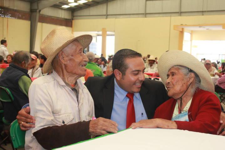 Ayuntamiento y SMDIF de Nopalucan festejaron en grande a los abuelitos
