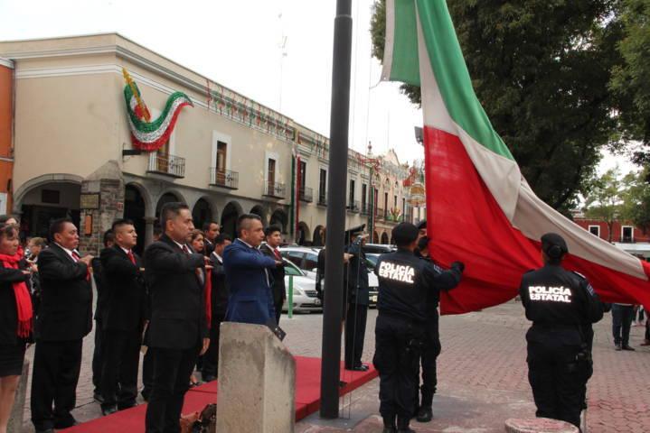Pérez Rojas encabezó Arrió del Lábaro Patrio en la capital del estado