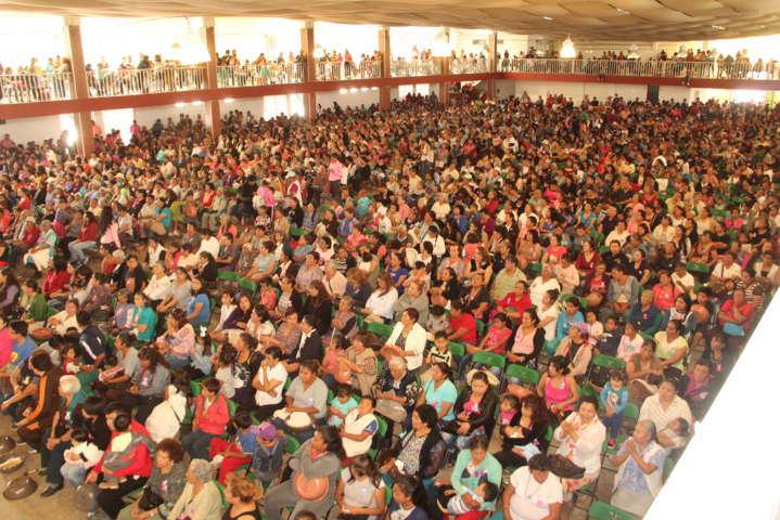 Miles de Madres fueron festejadas por el Ayuntamiento de Ixtacuixtla