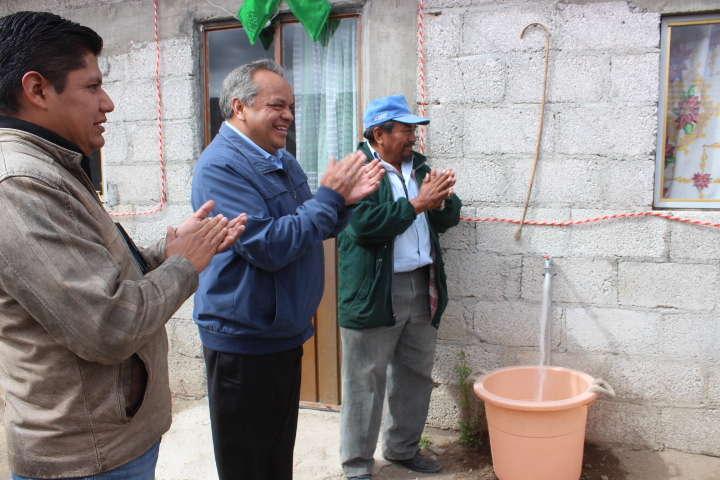 """Beneficia Alcalde de Huamantla a Colonia """"Antorchista"""" con agua potable"""