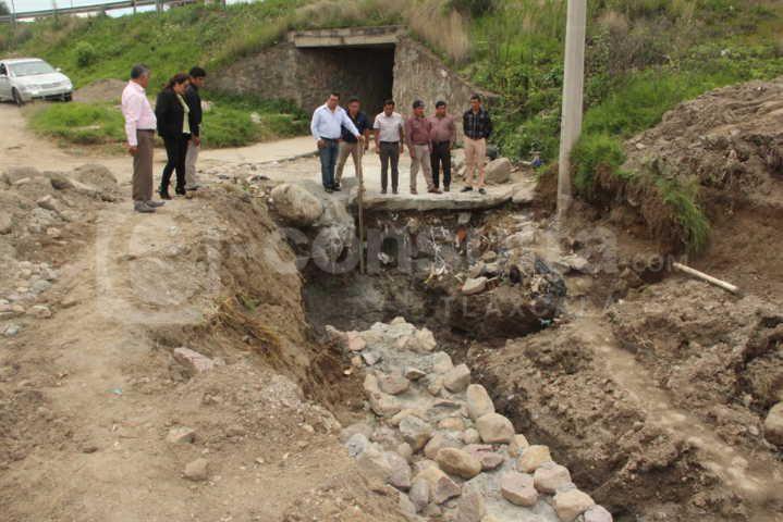 Alcalde supervisa dos obras de drenaje pluvial en la secc. 1ra