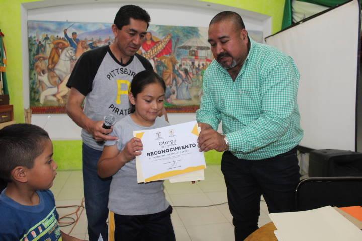 Alcalde reconoce a los ganadores de oro y plata del campeonato de ciclismo infantil