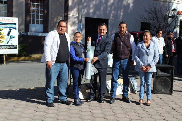 Se conmemora el día de la bandera en Tetla de la Solidaridad