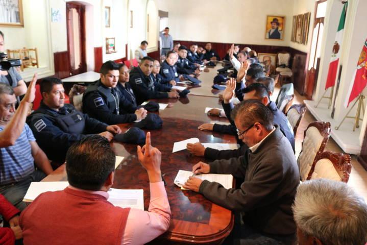 Entrega alcalde de Chiautempan nombramientos a Policías Municipales