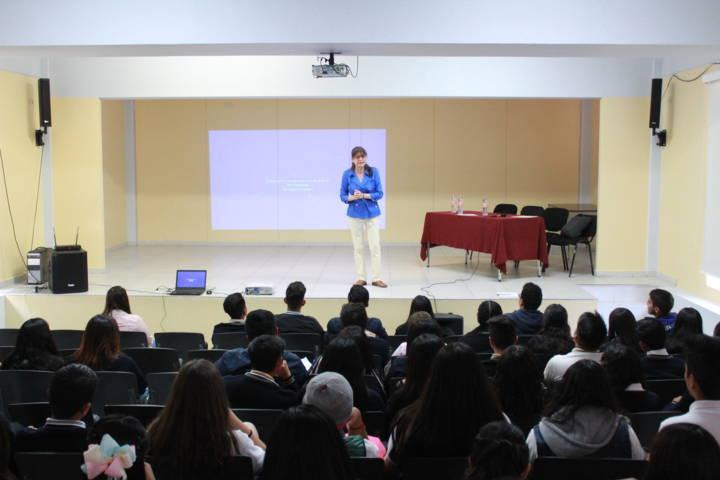 Imparten en Tetla plática de prevención de trata de personas
