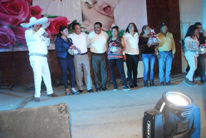 El SMDIF y el Ayuntamiento realizaron un magno festejo a las Madres
