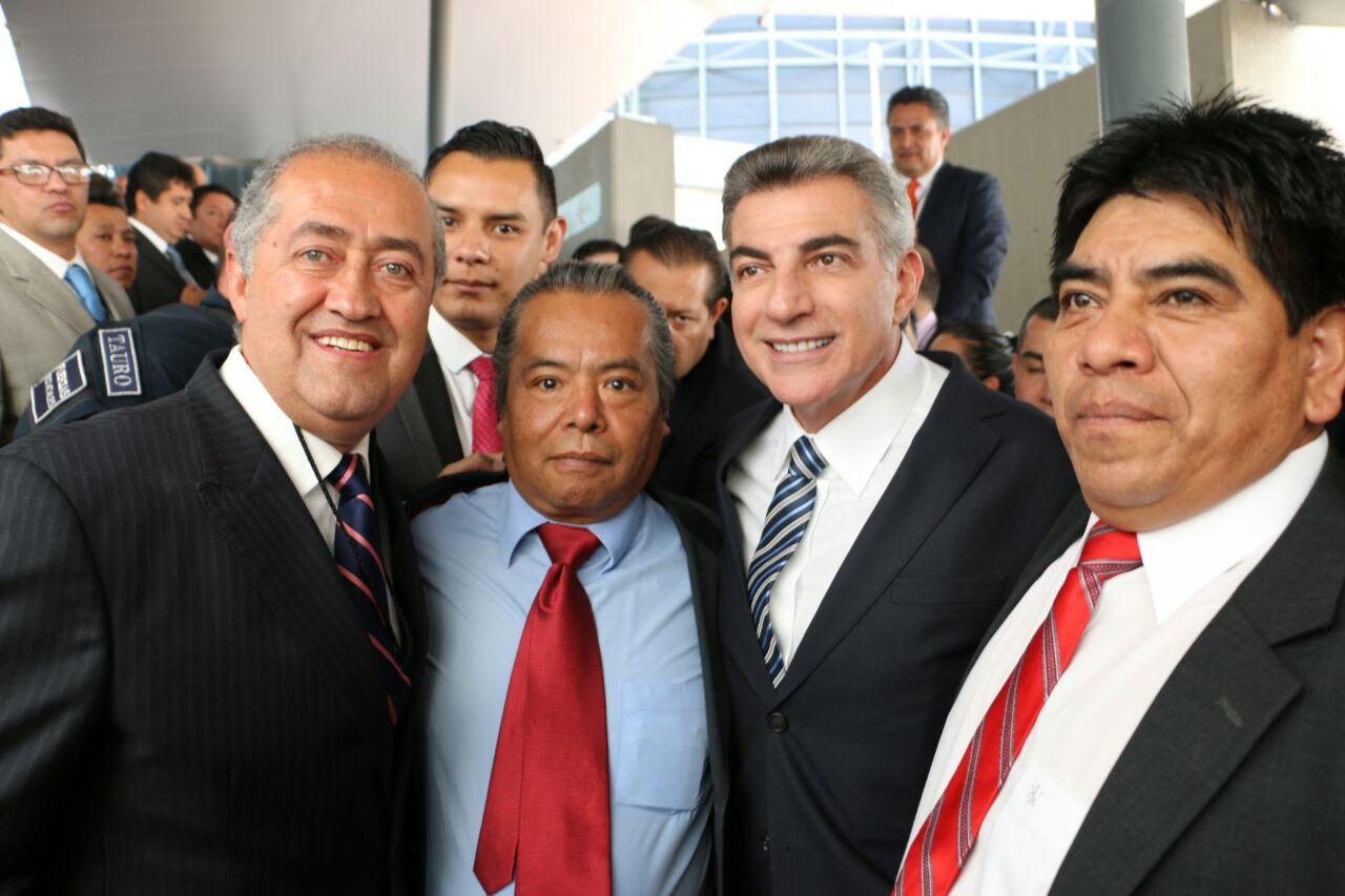 Asiste Silvano Garay a toma de protesta de gobernador de Puebla