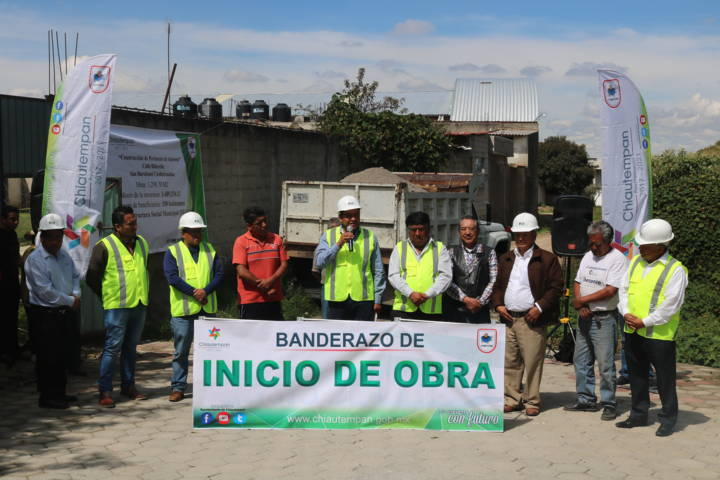 Cumple compromiso Héctor Domínguez Rugerio con adocreto en Cuahuixmatlac